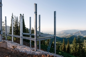 Lloyd Architects & Mountain Resort Builders / Photo: Paul Bundy